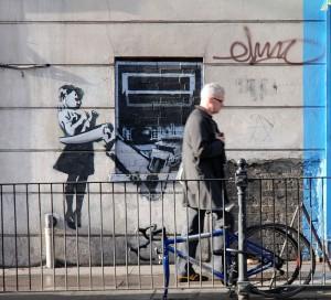 800px-Banksy_Girl_ATM_crop